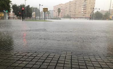 Atascos en la A-3 por una fuerte tormenta y granizada en Valencia