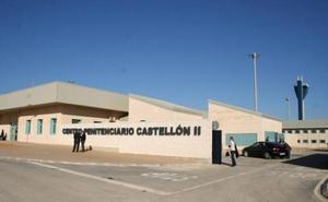 Un preso hiere a cuatro funcionarios en la cárcel de Albocàsser
