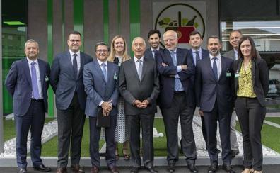 Juan Roig recibe al presidente de Portugal en el primer supermercado de Mercadona del país