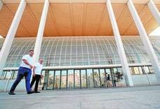 Técnicos y el arquitecto del Palau de la Música revisan el auditorio para iniciar su rehabilitación