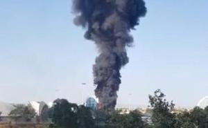 Una columna de humo cubre la Ciudad de las Artes y las Ciencias
