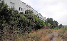 Vecinos del Montgó exigen cortafuegos para evitar que sus casas sean pasto de las llamas