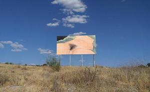 Un ayuntamiento madrileño cubre la obra de un artista valenciano ante las quejas de un colegio