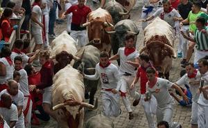 San Fermín: Dos heridos con contusiones en el rapidísimo y limpio tercer encierro