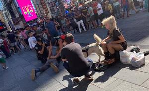 Un policía de Valencia de vacaciones en Nueva York reduce a un hombre que estaba atacando a un agente estadounidense