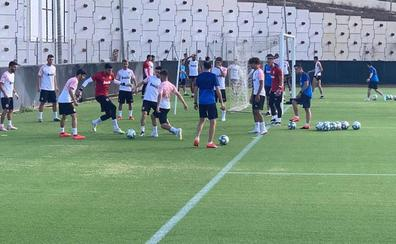 El balón echa a rodar en Paterna mientras Maxi Gómez vuela hacia Valencia
