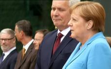 Angela Merkel sufre nuevos temblores en un acto oficial