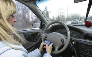 Chatear al volante aumenta en un 20 % el riesgo de sufrir un accidente grave