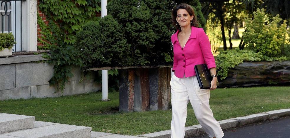 Iberdrola y Endesa mantienen su plan de inversión a pesar del recorte de la CNMC