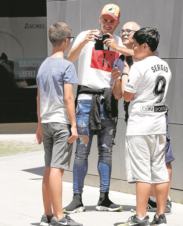 ¿Por qué tarda en hacerse oficial el fichaje de Maxi Gómez por parte del Valencia?