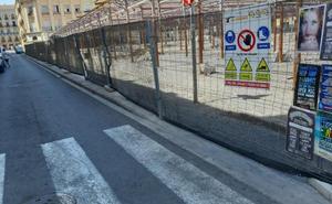 Vecinos critican el vallado del mercado del Grao
