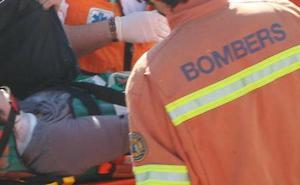 Cortan un carril de la A-7 en L'Alcudia por un accidente de un coche alquilado con dos heridos