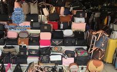 Requisan 200.000 falsificaciones con un valor de 16 millones en el mayor golpe a ese negocio en Canarias