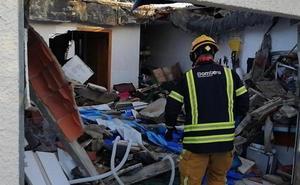 Dos heridos al derrumbarse el techo de un garaje en Mutxamel donde habían instalado una piscina