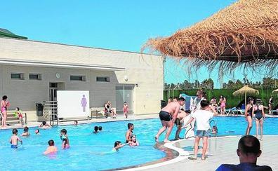 Gran afluencia en el estreno de la piscina municipal descubierta