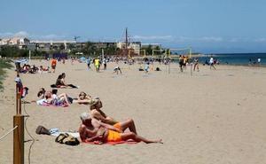 Una mujer muere en la playa de Les Marines de Dénia tras ser rescatada inconsciente del agua