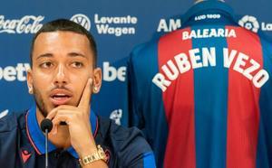 Vezo: «En el Valencia no he tenido la oportunidad y el Levante me la ha dado»