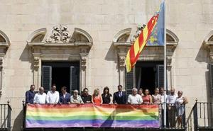 Sánchez asegura que invitó a todos los colectivos a los actos del orgullo