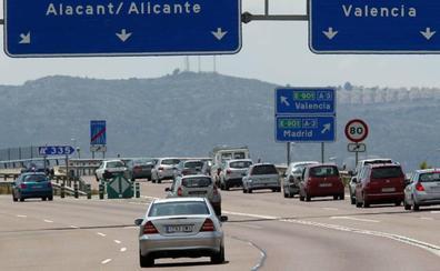 Fallece un camionero al chocar contra la mediana de la A-7 en Albaida