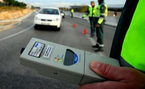 Detenido un camionero en la AP-7 por multiplicar casi siete veces la tasa de alcoholemia