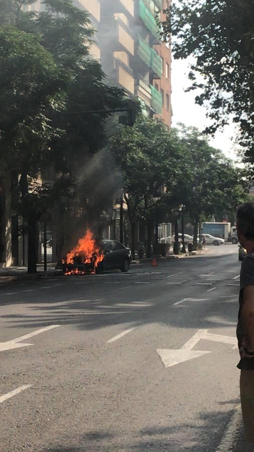 Cortadas varias calles por el riesgo de explosión de un coche en Valencia