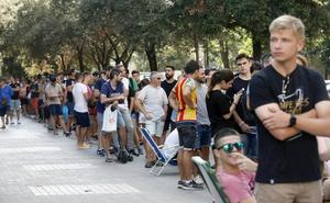 Largas colas en Mestalla para el cambio de localidad