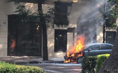 Alarma en el centro de Valencia por el riesgo de explosión de un coche