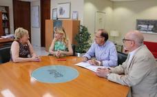 Barceló aclara a los facultativos que los enfermeros podrán dispensar medicamentos que no requieran diagnóstico médico