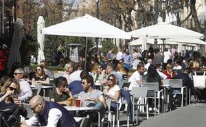 El 63% de los valencianos sale de bares todas las semanas y un 5% de ellos, a diario