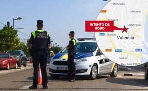 Intenta robar a punta de navaja el coche a una mujer parada en un semáforo en Valencia