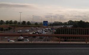 Un accidente causa retenciones en la entrada de Valencia por la CV-36