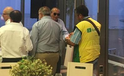 Carlos Fabra compra el 50897 de la ONCE y arma el revuelo en la cena del PP