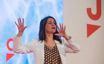 Arrimadas anuncia que Cs liderará oposición a un Sánchez «en pelea por sillones»