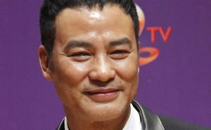 Apuñalado el actor de Tomb Raider Simon Yam durante un acto en China