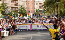 Miles de personas marchan en el Orgull Alacant bajo el lema «ni un paso atrás»