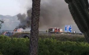 El incendio en un coche provoca retenciones en la AP-7 a la altura de Ondara
