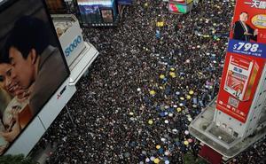 China asegura que el «ataque» contra su oficina en Hong Kong es un «descarado desafío» al Gobierno