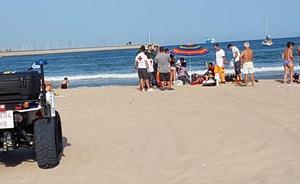 Una mujer muere en la playa de Pinedo
