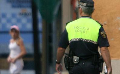 Dos hombres se enzarzan a muletazos en plena calle de Valencia