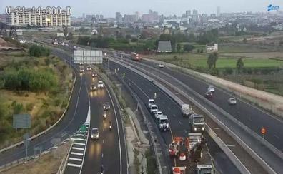 Atasco de 2,5 kilómetros en la autovía V-21 por obras a la salida de Valencia