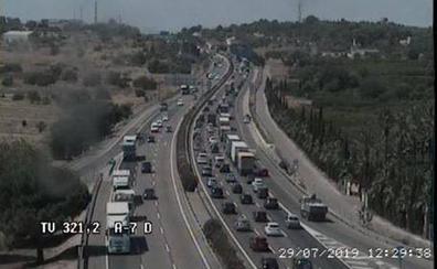 Un accidente provoca colas kilométricas en el bypass