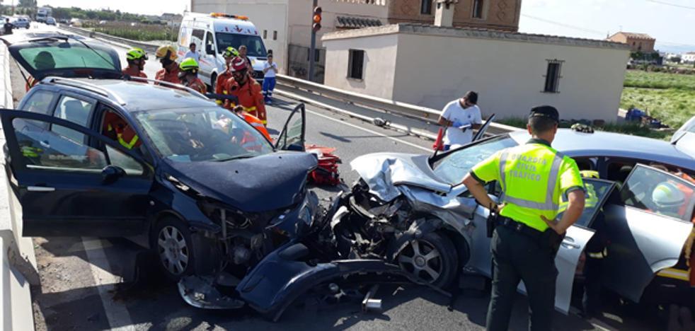 Violento choque frontal entre dos coches con dos niñas cerca de Port Saplaya
