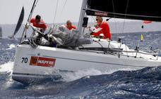 'Alinghi' toma el mando de los 'catamaranes voladores' en la Copa