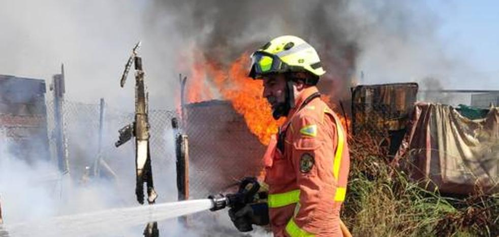 Un camión en llamas causa retenciones en la pista de Silla