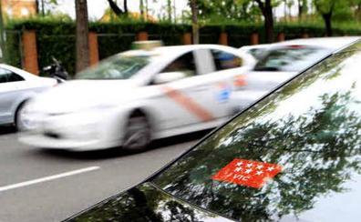 La CNMC arremete contra las restricciones de Madrid y Barcelona a Uber y Cabify