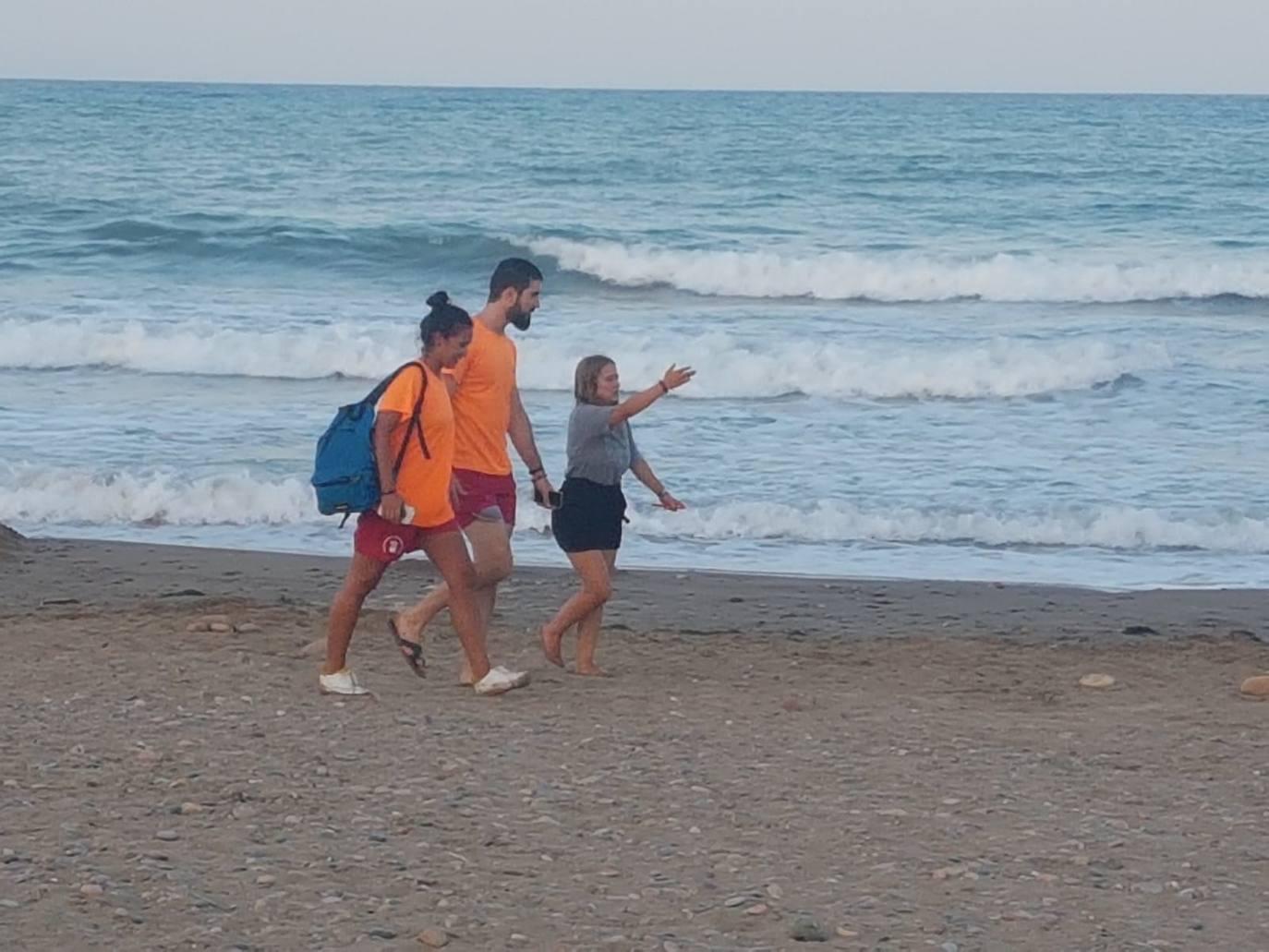 Los socorristas rescatan a una menor y a su padre en la playa de El Puig con síntomas de ahogamiento