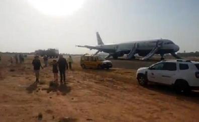 Aterrizaje forzoso en Valencia: la cabina se llenó de humo, los pasajeros saltaron por las rampas de evacuación y los sanitarios atendieron a 19 heridos