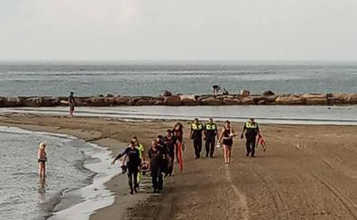 Rescatan a una joven ebria y semiinconsciente a punto de ahogarse en la playa de El Postiguet