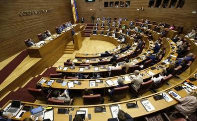 Les Corts paga 5.000 euros en dietas por kilometraje en cada pleno
