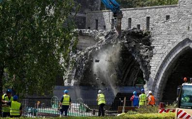 Bélgica derriba un puente medieval para dejar pasar a los cruceros